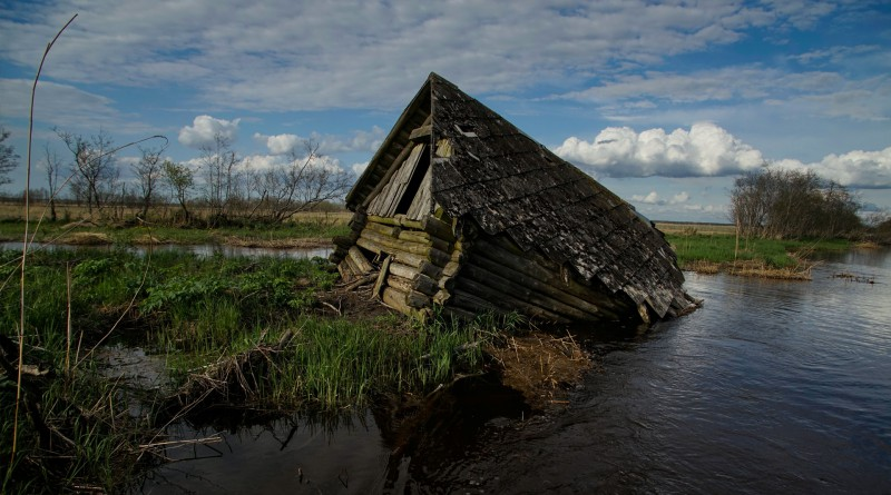 abandoned-fishing-hut